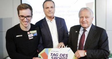 Para-Schwimmer Andreas Onea mit dem Sportminister Eduard Müller und BSO-Vizepräsident Leo Windtner