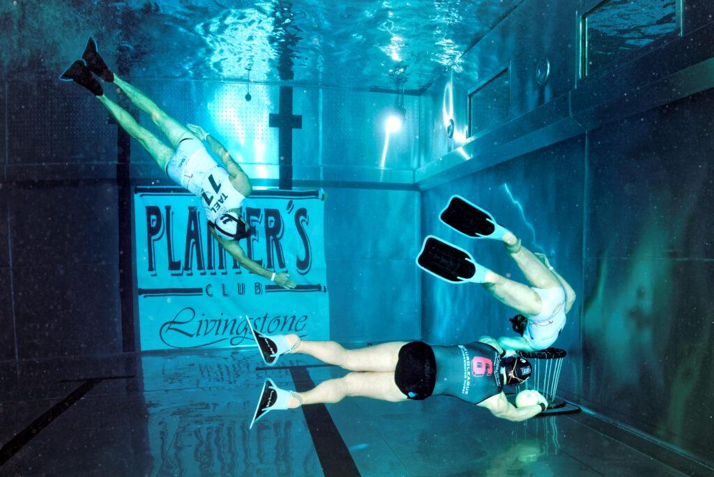 Drei Spieler unter Wasser