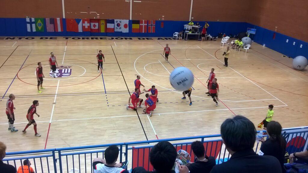 Kin-Ball Spieler bei einem Match