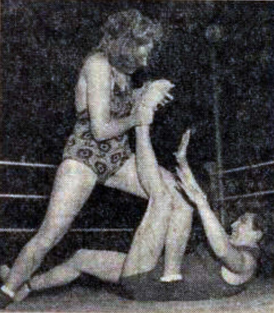 Zwei Frauen beim Wrestling in Wien 1949